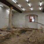 """<span class=""""deutsch"""">Arbeiten Ausstellungsraum </span><span class=""""englisch"""">construction in the exhibition hall</span>"""