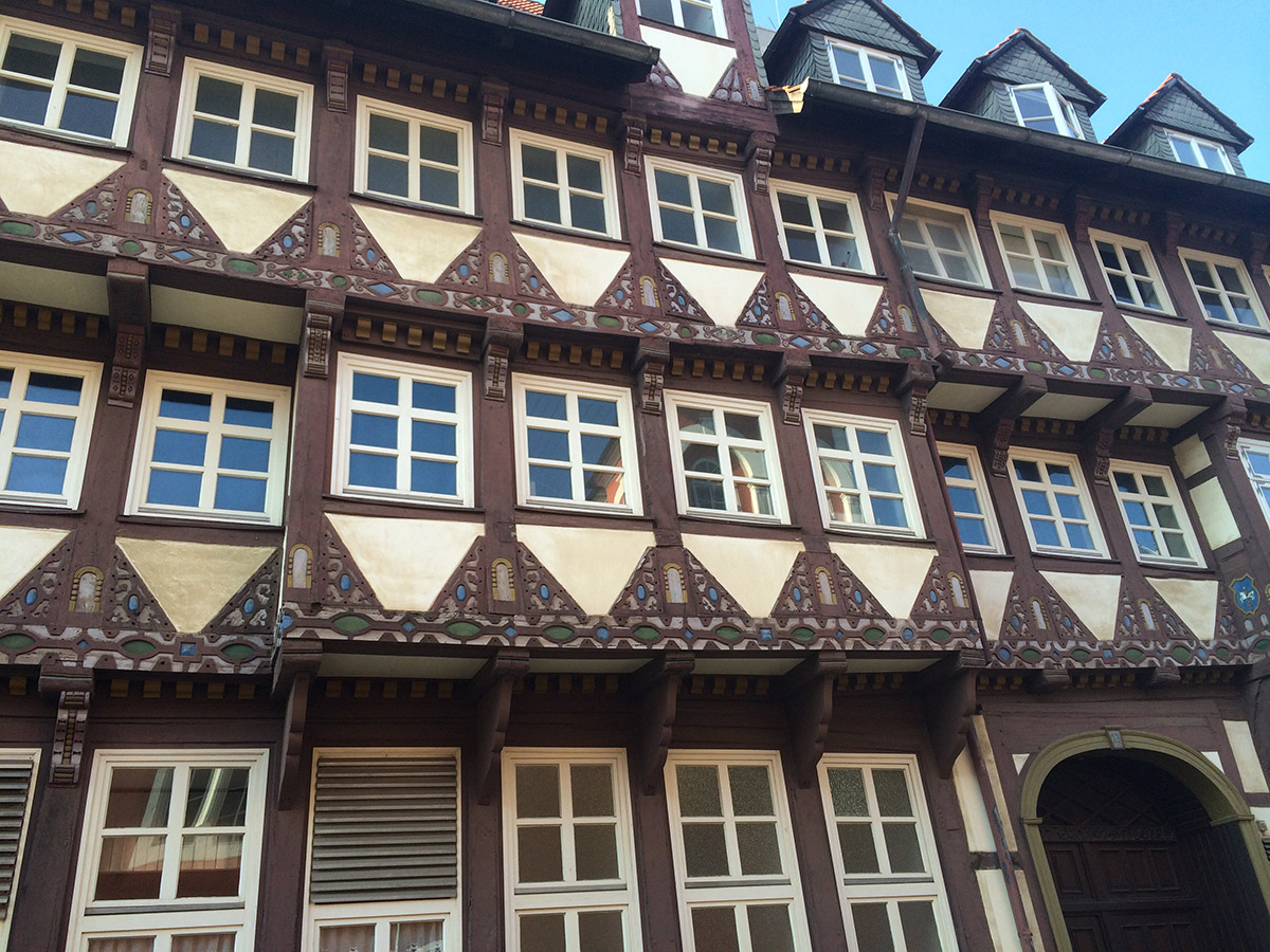 "<span class=""deutsch"">Fassade Wolfenbüttel</span><span class=""englisch"">front view of a typical house in Wolfenbüttel</span>"