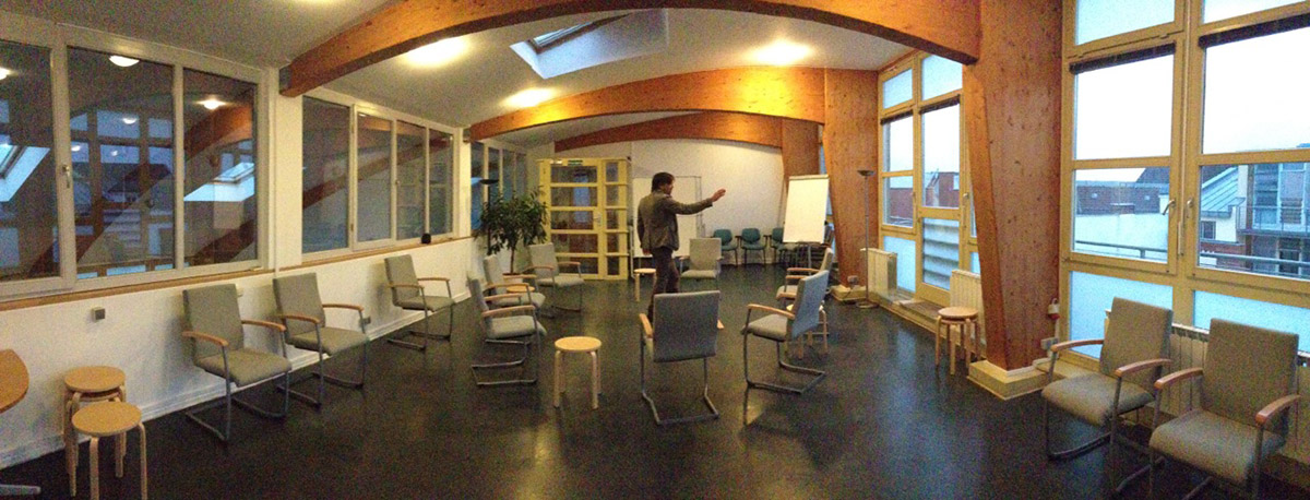 "<span class=""deutsch"">Workshop-Tagungsraum</span><span class=""englisch"">conference room</span>"