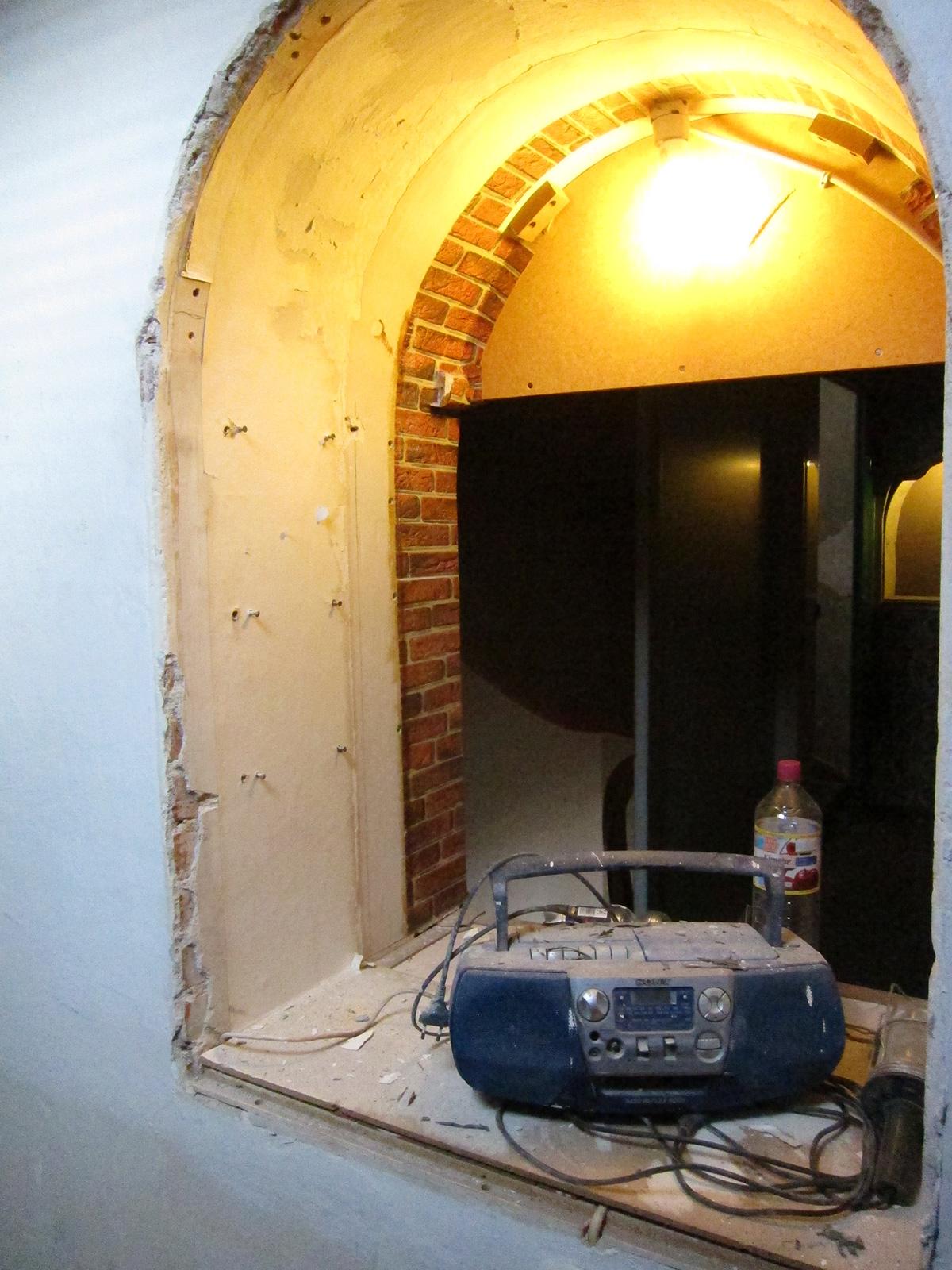 Restaurierung Wandnische Einbauvitrine