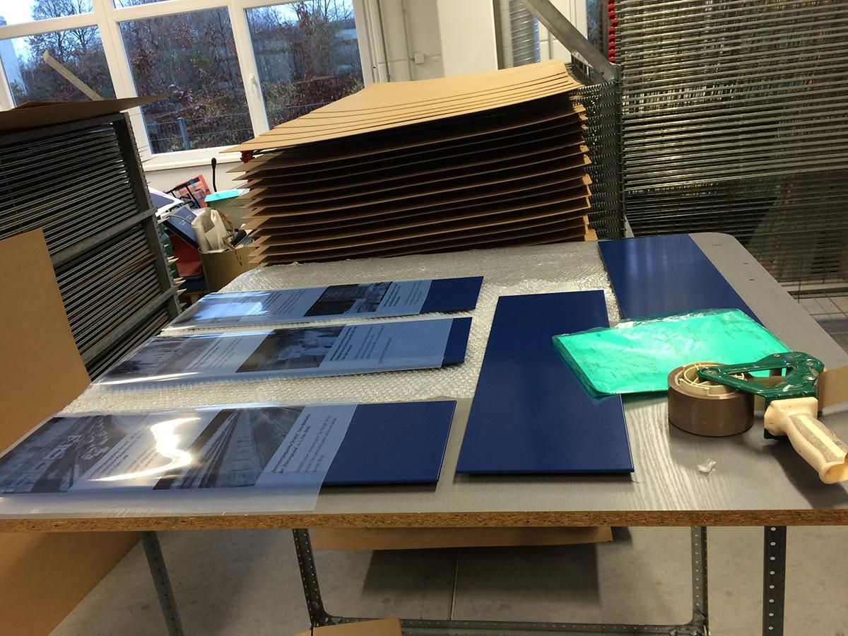 Schilder in der Siebdruckerei