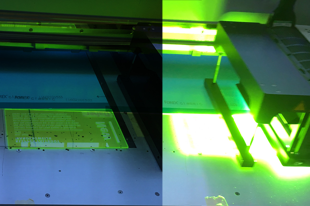 "<span class=""deutsch"">Digitaldruck auf Plexiglasscheibe</span><span class=""englisch"">Digital print onto the acrylic plate</span>"