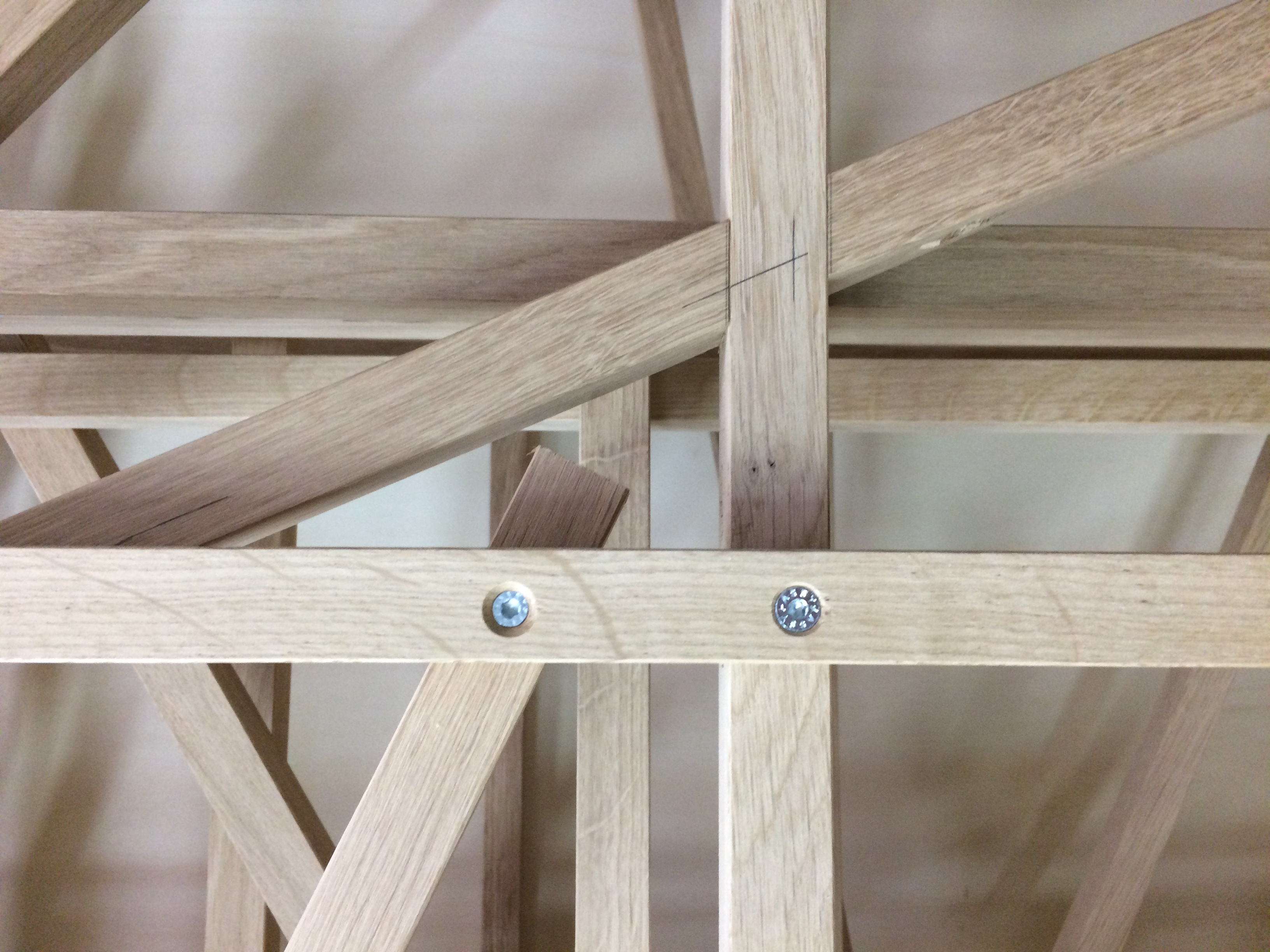 "<span class=""deutsch"">Knotenpunkte Holzverbindung Raumgestell</span><span class=""englisch"">wood joints of the construction frame</span>"
