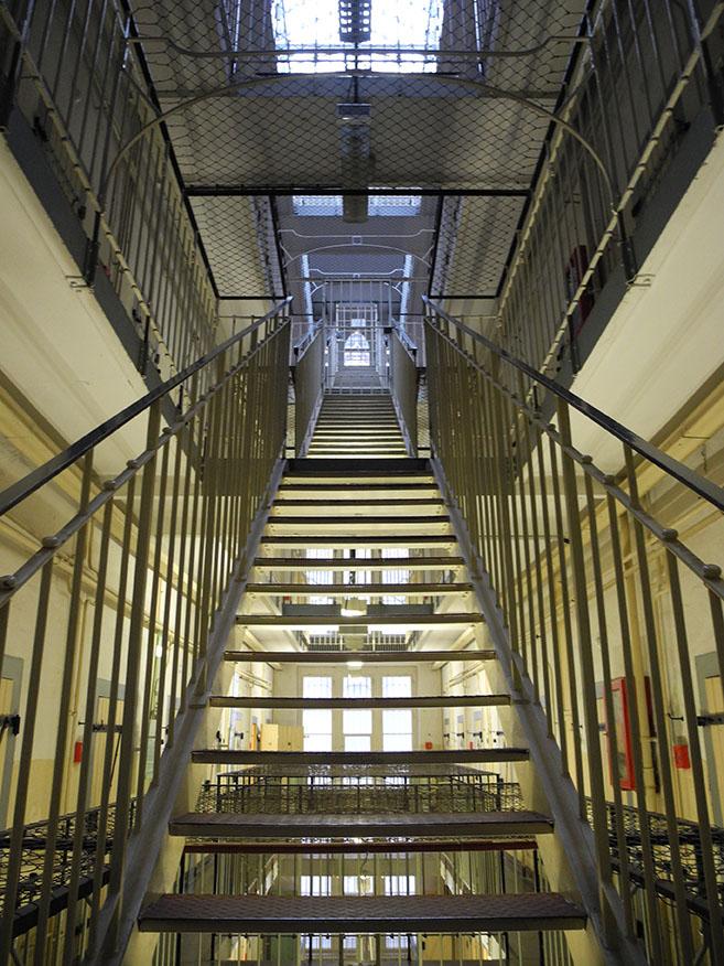 Innenansicht des Untersuchungsgefängnisses Bautzen II