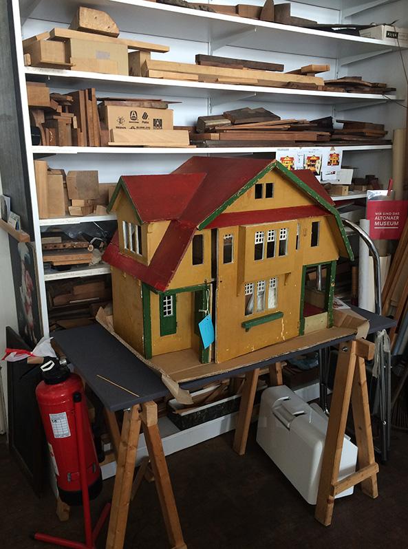 Ausstellungsobjekt Puppenhaus