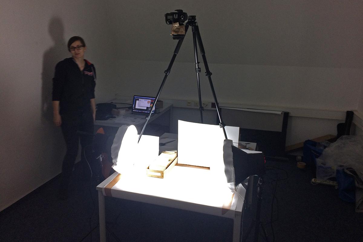 Aufbau der provisorischen Filmstation vor Ort