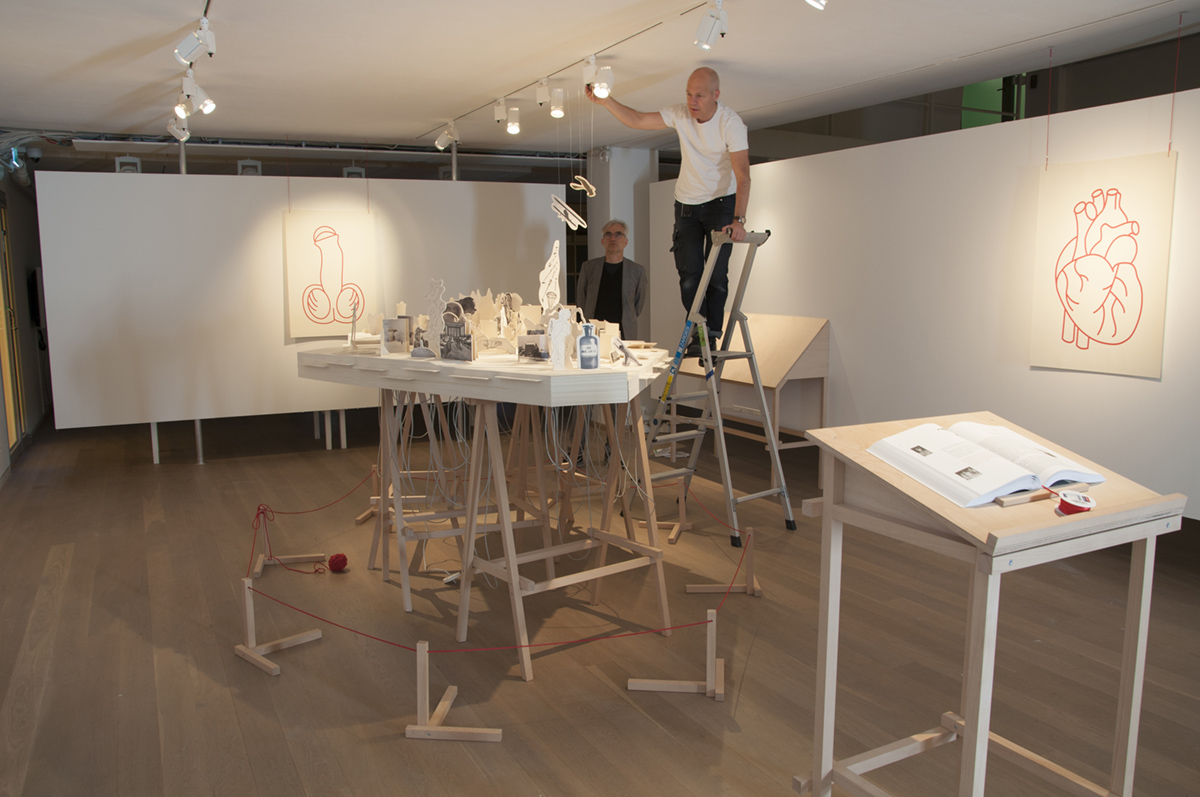 "<span class=""deutsch"">Lichtkalibrierung im Moderna Museet</span><span class=""englisch"">Lighting adjustments at Moderna Museet</span>"