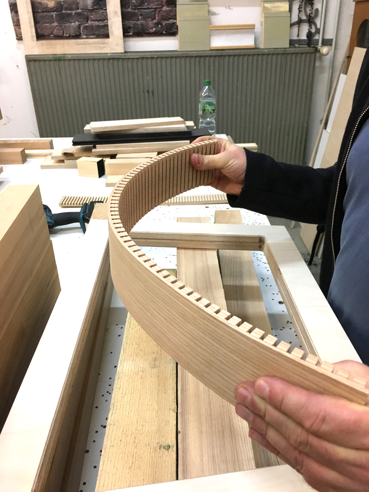 "<span class=""deutsch"">Konstruktionsdetail runder Bänke</span><span class=""englisch"">building the round benches</span>"