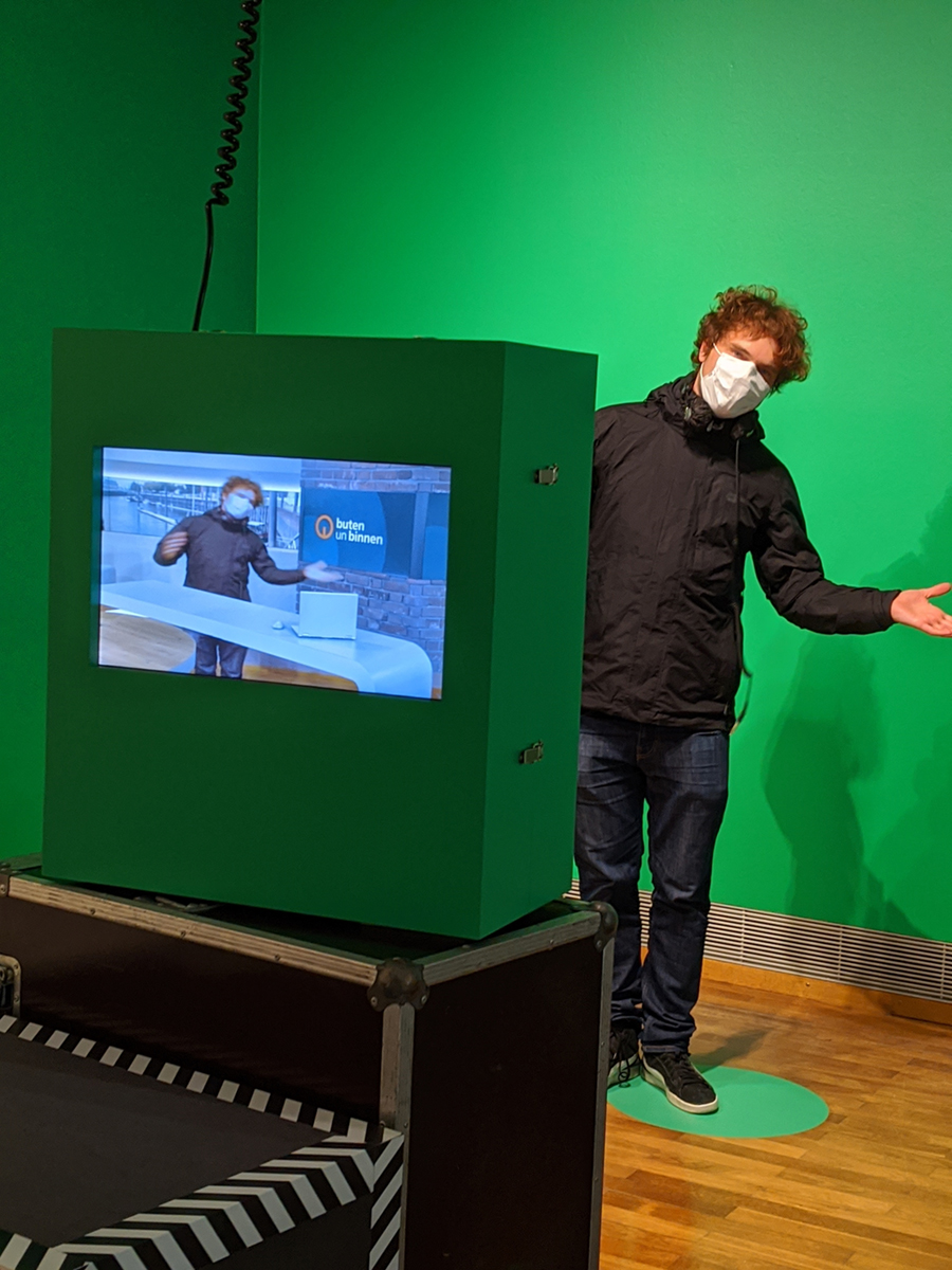 "<span class=""deutsch"">Aufbau Station Greenscreen</span><span class=""englisch"">testing green screen</span>"